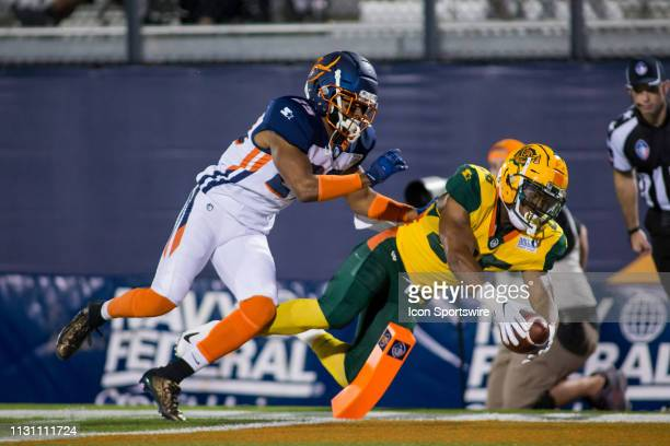 Arizona Hotshots running back Jhurell Pressley attempts a touchdown in the first half during the Orlando Apollos AAF football against the Arizona...