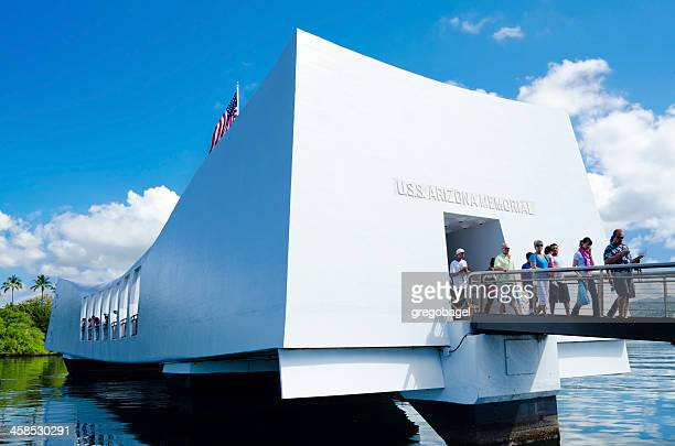 uss arizona memorial at pearl harbor - pearl harbor stock pictures, royalty-free photos & images