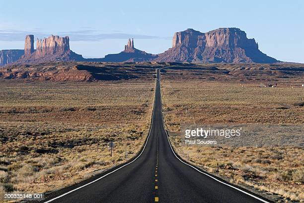 USA, Arizona, Monument Valley Tribal Park, highway leading to mesas
