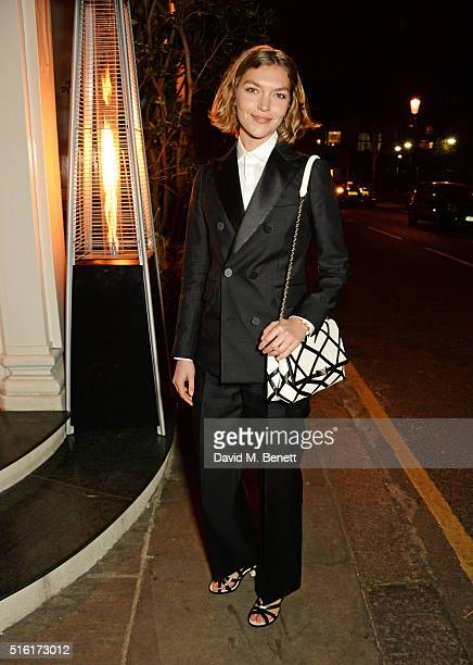 Arizona Muse arrives at a dinner hosted by Roger Vivier to celebrate the Prismick Denim collection by Camille Seydoux at Casa Cruz on March 17 2016...