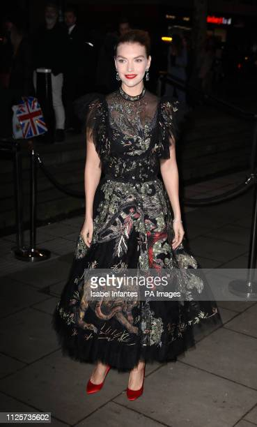 Arizona Muse arrives at the Late Fabulous Fund Fair at the Roundhouse in London during the Autumn/Winter 2019 London Fashion Week