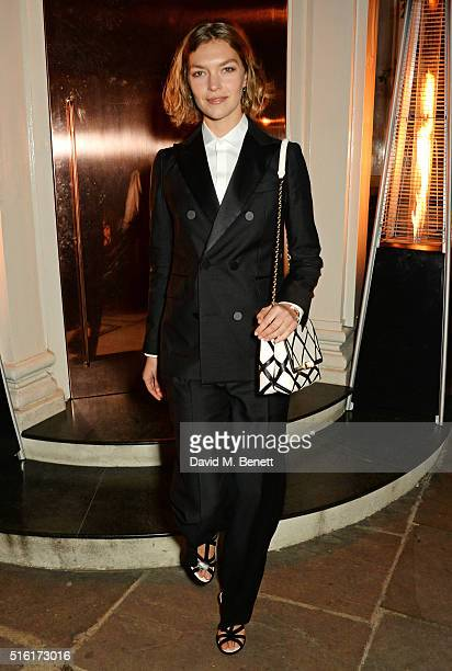 Arizona Muse attends a dinner hosted by Roger Vivier to celebrate the Prismick Denim collection by Camille Seydoux at Casa Cruz on March 17 2016 in...