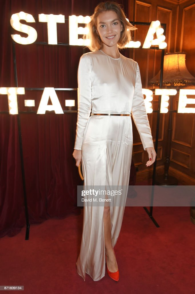 Arizona Muse attends a private dinner hosted by NET-A-PORTER and Stella McCartney to celebrate the launch of the Stella McCartney x NET-A-PORTER party capsule collection on November 8, 2017 in London, England.