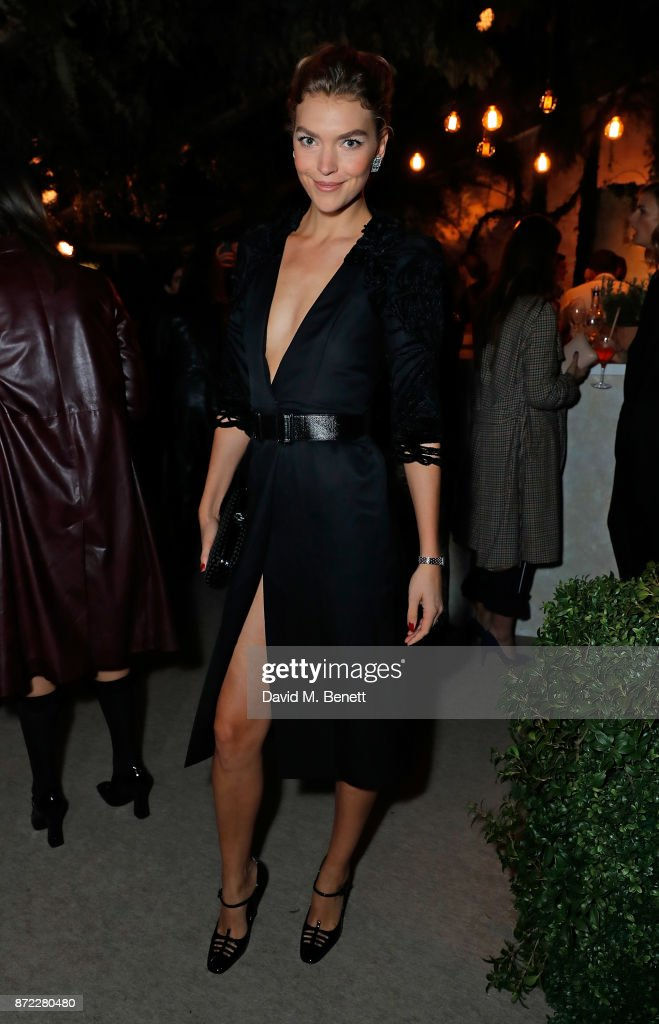 Arizona Muse attends Bottega Veneta's 'The Hand of the Artisan Cocktail Dinner' at Chiswick House And Gardens on November 9, 2017 in London, England.