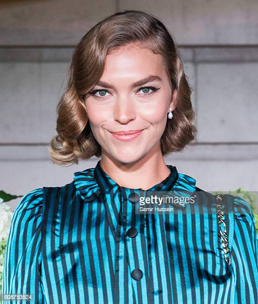 Arizona Muse attends the #BoF500 Gala Dinner during London Fashion Week Spring/Summer collections 2016/2017 on September 19 2016 in London United...
