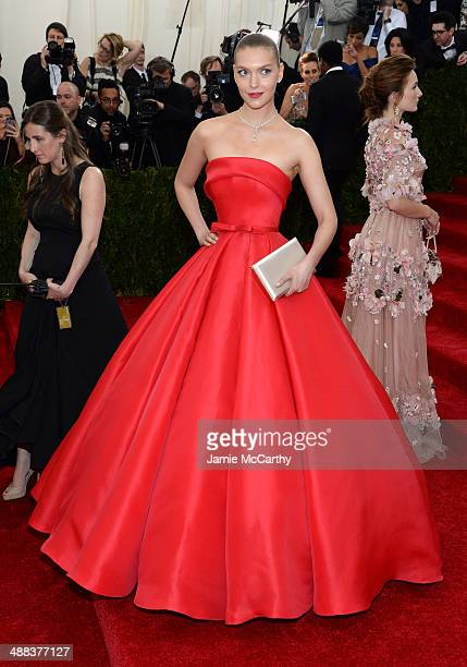 Arizona Muse attends the Charles James Beyond Fashion Costume Institute Gala at the Metropolitan Museum of Art on May 5 2014 in New York City