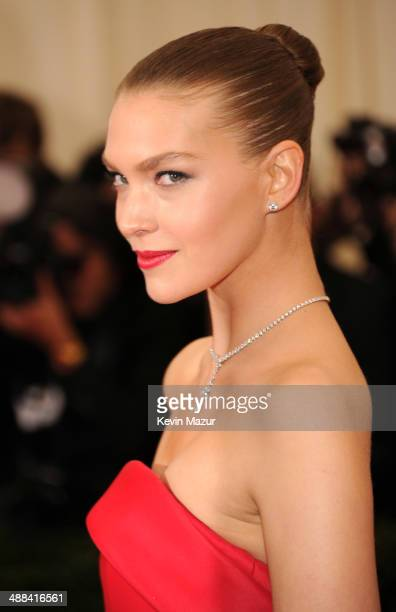 Arizona Muse attends the 'Charles James Beyond Fashion' Costume Institute Gala at the Metropolitan Museum of Art on May 5 2014 in New York City