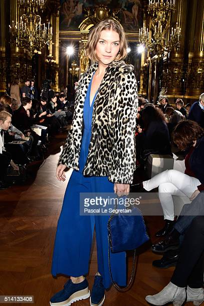 Arizona Muse attends the Stella McCartney show as part of the Paris Fashion Week Womenswear Fall/Winter 2016/2017 on March 7 2016 in Paris France