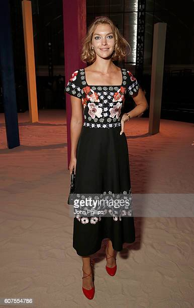 Arizona Muse attends the Temperley show during London Fashion Week Spring/Summer collections 2017 on September 18 2016 in London United Kingdom