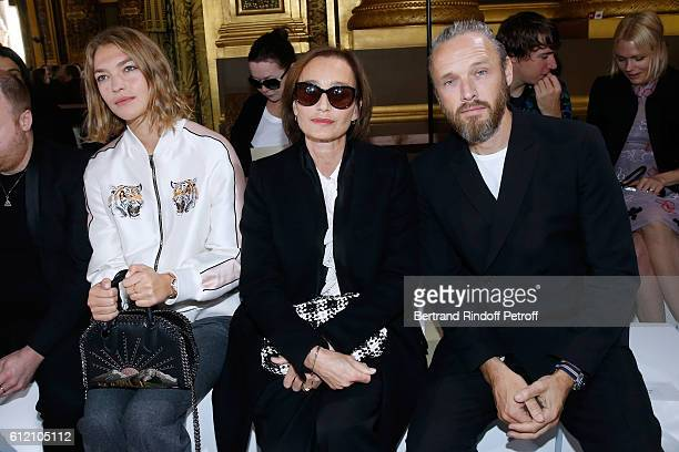 Arizona Muse Kristin Scott Thomas and Husband of Stella Alasdhair Willis attend the Stella McCartney show as part of the Paris Fashion Week...