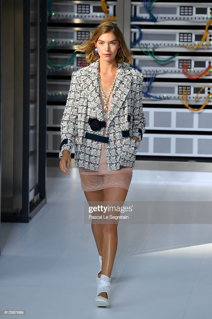 Arizona Muse walks the runway during the Chanel show as part of the Paris Fashion Week Womenswear Spring/Summer 2017 on October 4, 2016 in Paris, France.