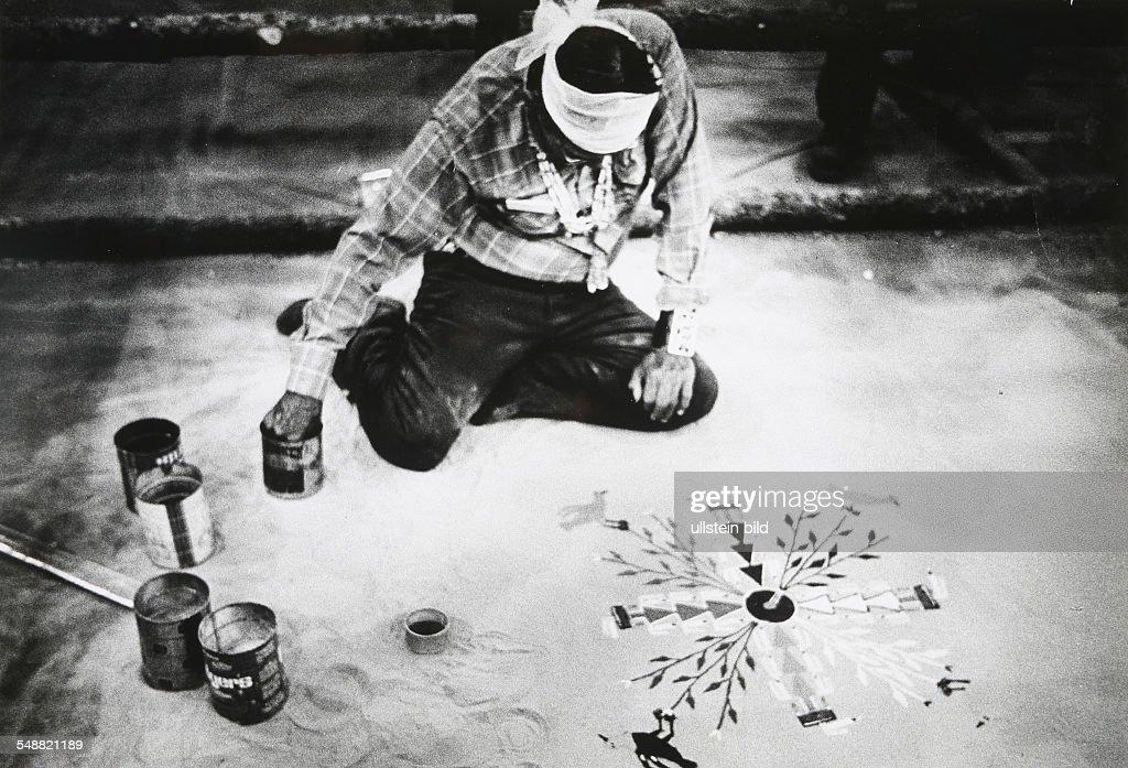 Usa Arizona Navajo Medicine Man Paints Healing Symbols Pictures