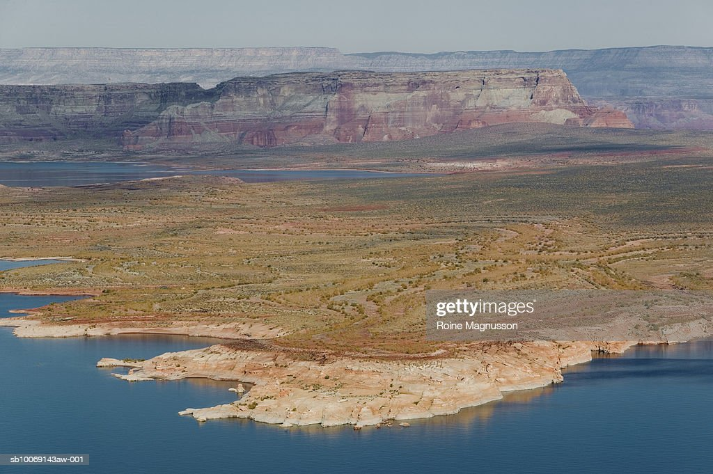 USA, Arizona, Page, lake and mountains : Stockfoto