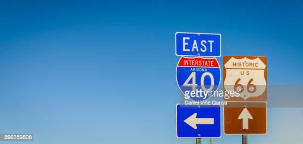 usa, arizona, route 66 road sign - route 66 photos et images de collection