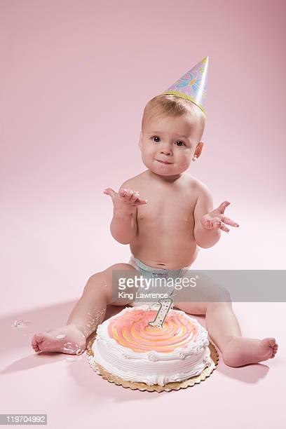 usa, arizona, scottsdale, baby girl (12-17 months) with first birthday cake - first birthday imagens e fotografias de stock
