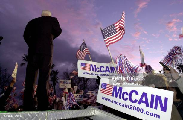 US Arizona Senator and Republican presidential hopeful John McCain speaks to a crowd of supporters at Jastro Park in Bakersfield CA 29 February 2000...