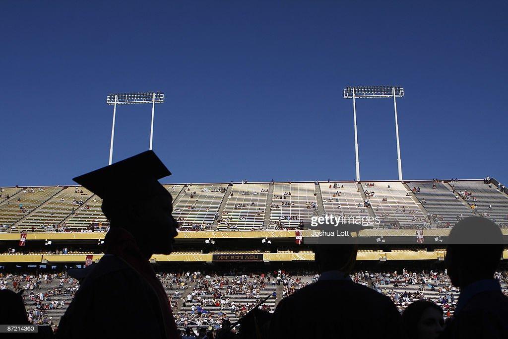 Obama Gives Commencement Address At Arizona State University : Foto jornalística