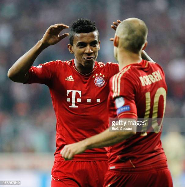 Arjen Robben and Luiz Gustavo of Bayern Muenchen celebrate after winning the UEFA Champions League Semi Final First Leg match between FC Bayern...