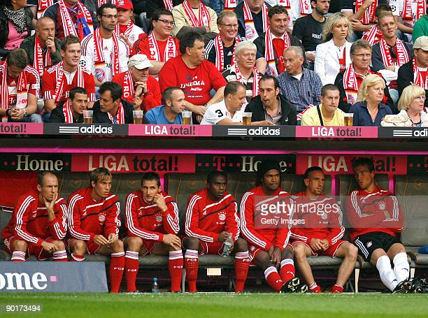 Arjen Robben Andreas Ottl Miroslav Klose Edson Braafheid Breno Franck Ribery and goalkeeper Michael Rensing of Bayern sit on the bench and watch the...
