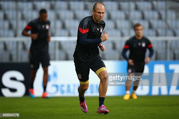 Arjen Robben attends the FC Bayern Muenchen training session ahead of their UEFA Champions League Group E match against Manchester City at Allianz...