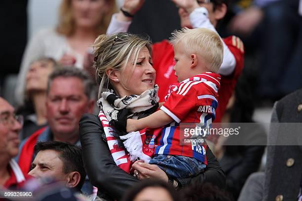 Arjen ROBBEN FC Bayern München FRau mit Sohn deutsche Fussball Meisterschaft des FC Bayern München 1 Bundesliga Fussball FC Bayern München - VfB...