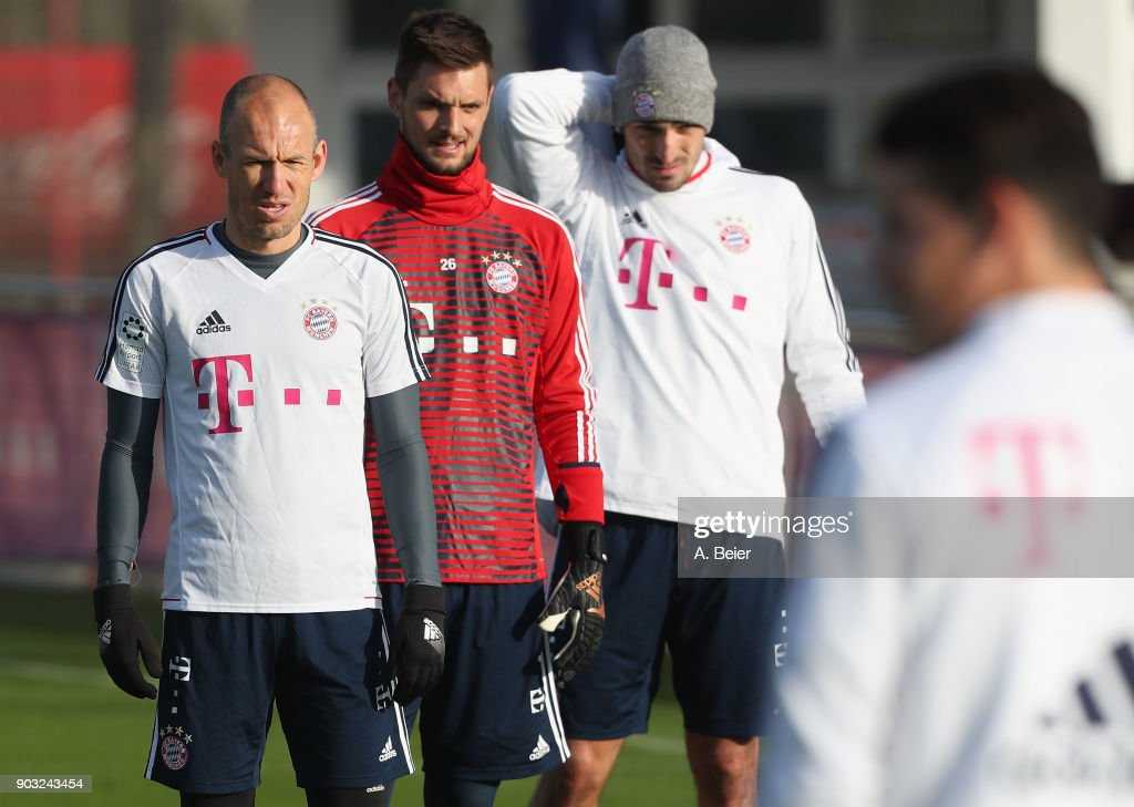 Arjen Robben, goalkeeper Sven Ulreich and Mats Hummels (L-R) of FC Bayern Muenchen are pictured during a training session at the club's Saebener Strasse training ground on January 10, 2018 in Munich, Germany.