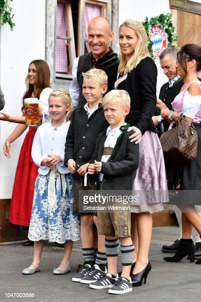 Arjen Robben his wife Bernadien Robben and their children Lynn Robben Luka Robben and Kai Robben attend the Oktoberfest beer festival at Kaefer...