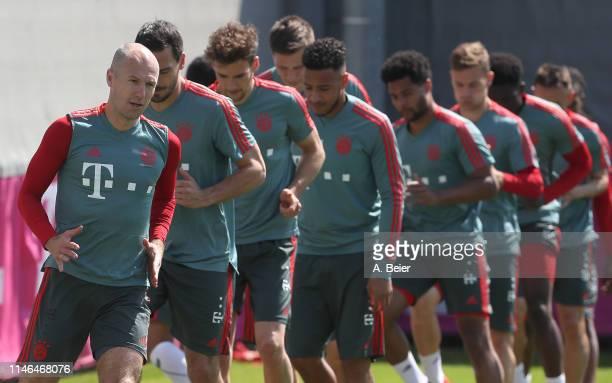 Arjen Robben Mats Hummels Leon Goretzka Niklas Suele Corentin Tolisso Serge Gnabry Joshua Kimmich Alphonso Davies and Rafinha of FC Bayern Muenchen...