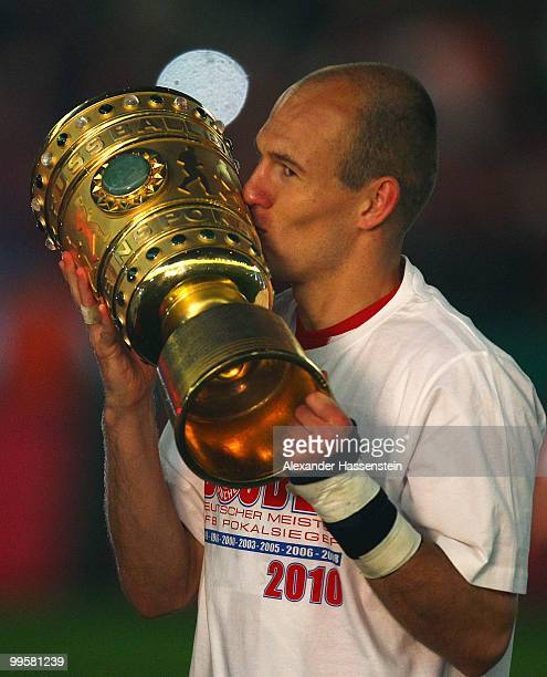 Arjen Robben of Bayern kisses the trophy after winning the DFB Cup final match between SV Werder Bremen and FC Bayern Muenchen at Olympic Stadium on...