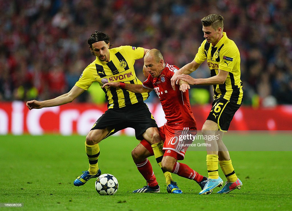 Arjen Robben of Bayern Muenchen battles with Neven Subotic (L) and Lukasz Piszczek of Borussia Dortmund (R) during the UEFA Champions League final match between Borussia Dortmund and FC Bayern Muenchen at Wembley Stadium on May 25, 2013 in London, United Kingdom.