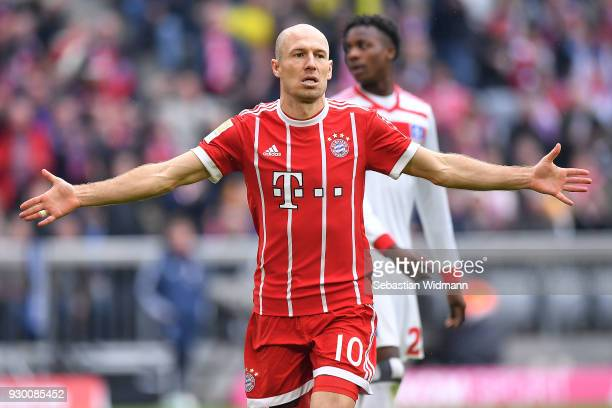 Arjen Robben of Bayern Muenchen celebrates after he scored a goal to make it 40 during the Bundesliga match between FC Bayern Muenchen and Hamburger...