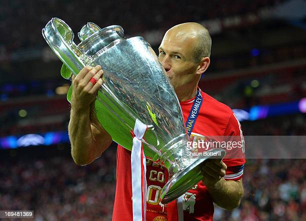 Arjen Robben of Bayern Muenchen holds the trophy after winning the UEFA Champions League final match against Borussia Dortmund at Wembley Stadium on...