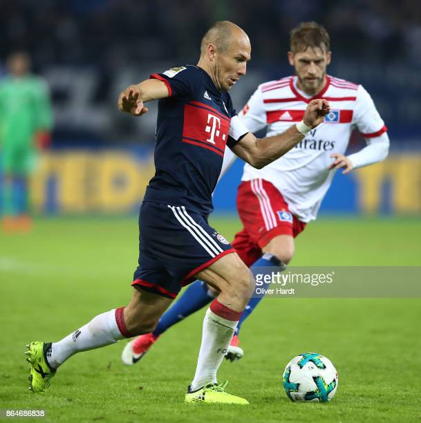Arjen Robben of Bayern Muenchen is chased by Aaron Hunt of Hamburg during the Bundesliga match between Hamburger SV and FC Bayern Muenchen at...
