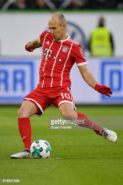Arjen Robben of Bayern Muenchen plays the ball during the Bundesliga match between VfL Wolfsburg and FC Bayern Muenchen at Volkswagen Arena on...