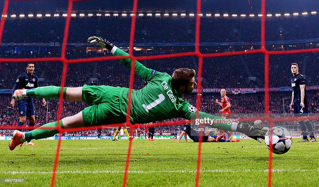 Arjen Robben of Bayern Muenchen scores his team's third goal past David de Gea of Manchester United during the UEFA Champions League Quarter Final second leg match between FC Bayern Muenchen and Manchester United at Allianz Arena on April 9, 2014 in Munich, Germany.