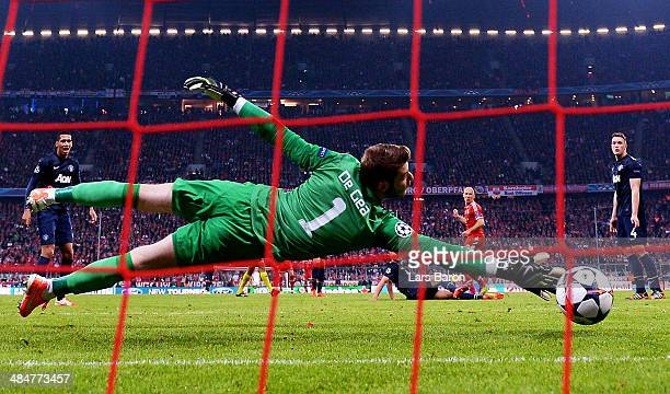 Arjen Robben of Bayern Muenchen scores his team's third goal past David de Gea of Manchester United during the UEFA Champions League Quarter Final...