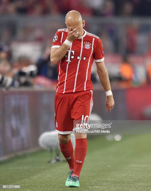 Arjen Robben of Bayern Muenchen walks off the pitch with an injury during the UEFA Champions League Semi Final First Leg match between Bayern...