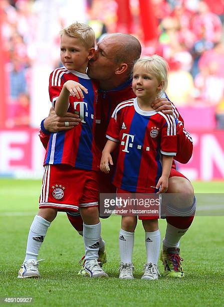 Arjen Robben of Bayern Muenchen with children Luka and Lynn prior to the Bundesliga match between Bayern Muenchen and VfB Stuttgart at Allianz Arena...