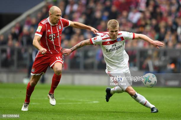 Arjen Robben of Bayern Munich and Rick van Drongelen of Hamburger SV compete for the ball during the Bundesliga match between FC Bayern Muenchen and...