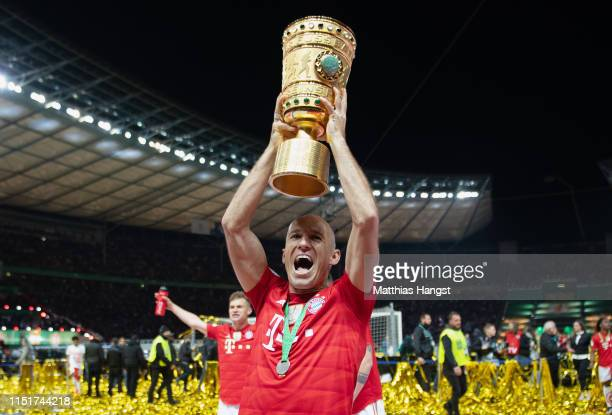 Arjen Robben of Bayern Munich celebrates with the DFB Pokal following his team's victory in the DFB Cup final between RB Leipzig and Bayern Muenchen...