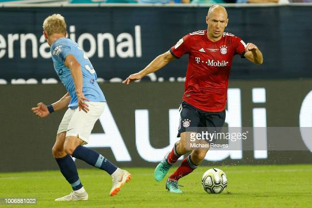 Arjen Robben of Bayern Munich dribbles with the ball defended by Oleksandr Zinchenko of Manchester City in the second half of the International...