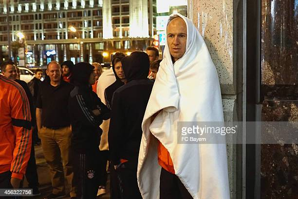 Arjen Robben of Bayern Munich stands in front of Ritz Carlton hotel after a fire alarm on September 28 2014 in Moscow Russia The team of FC Bayern...