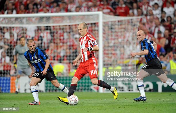 Arjen Robben of Bayern Munich watched by Wesley Sneijder and Esteban Cambiasso of Inter Milan during the UEFA Champions League Final match between...