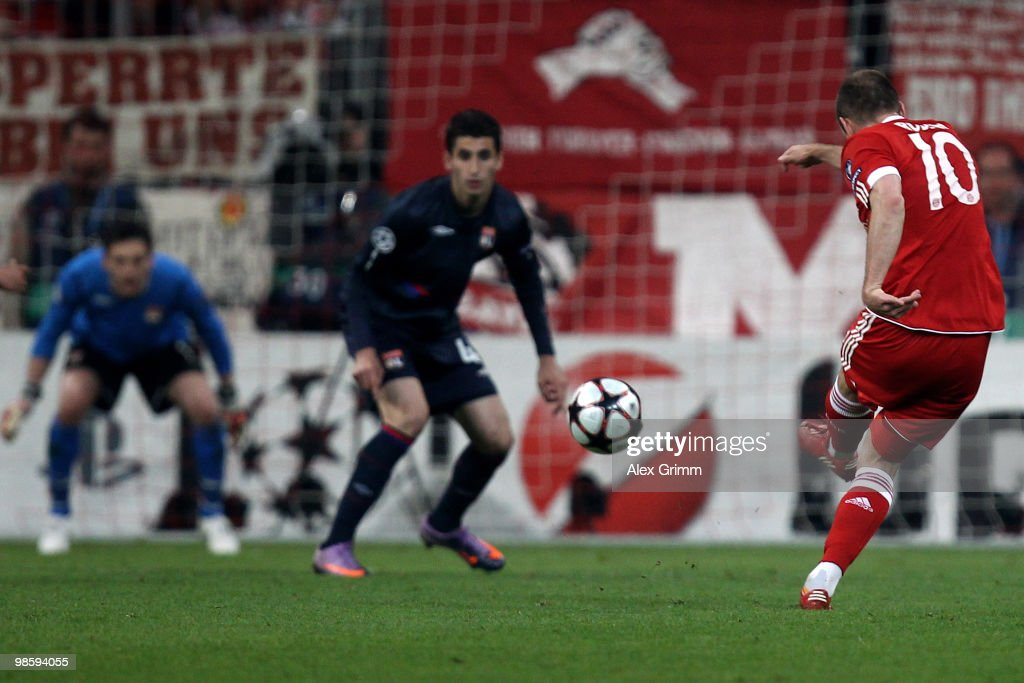 Arjen Robben (R) of Bayern scores the opening goal during the UEFA Champions League semi final first leg match between FC Bayern Muenchen and Olympic Lyon at Allianz Arena on April 21, 2010 in Munich, Germany.