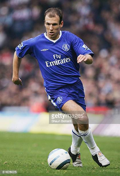 Arjen Robben of Chelsea in action during the Barclays Premiership match between West Bromwich Albion and Chelsea at the Hawthorns on October 30, 2004...
