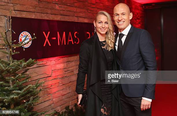 Arjen Robben of FC Bayern Muenchen and his wife Bernadien arrive for the club's Christmas party at H'ugo's bar on December 10, 2016 in Munich,...
