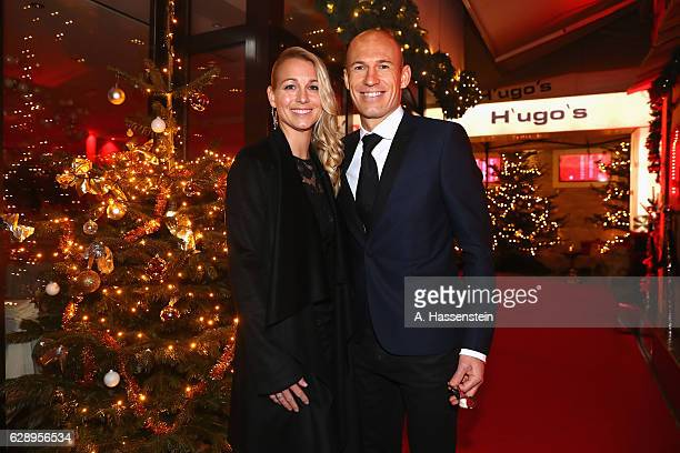Arjen Robben of FC Bayern Muenchen and his wife Bernadien Robben arrive for the club's Christmas party at H'ugo's bar on December 10, 2016 in Munich,...