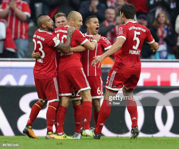 Arjen Robben of FC Bayern Muenchen celebrates his first goal with teammates Arturo Vidal Joshua Kimmich Thiago and Mats Hummels during the Bundesliga...