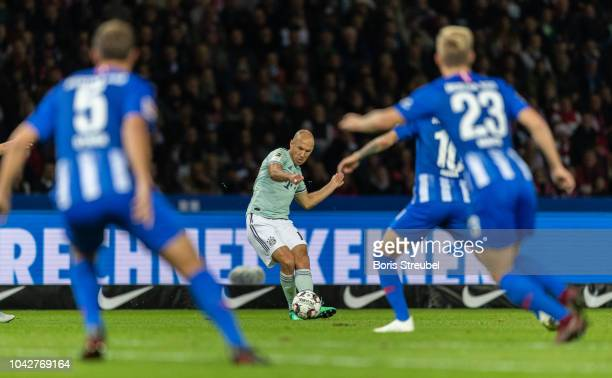 Arjen Robben of FC Bayern Muenchen is challenged by players of Hertha BSC during the Bundesliga match between Hertha BSC and FC Bayern Muenchen at...