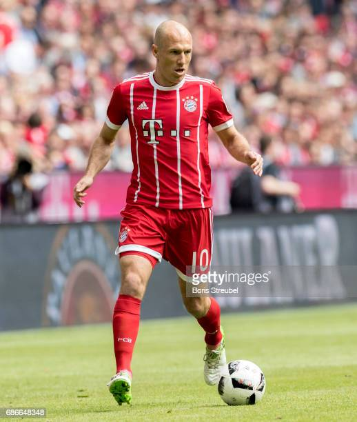 Arjen Robben of FC Bayern Muenchen runs with the ball during the Bundesliga match between Bayern Muenchen and SC Freiburg at Allianz Arena on May 20...